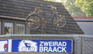Fällt vielen Kunden erst ganz spät auf, unser altes Fahrrad auf dem Dach